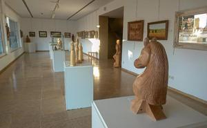 Exposición de talla y pintura del artista Juan Pablo Bellido en Don Benito