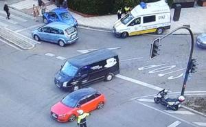 Retenciones en la 'autopista' de Badajoz por el choque de un camión y un turismo