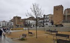 La mejora de los accesos a la Plaza Mayor de Cáceres y un mirador entran en la Edusi de la Diputación
