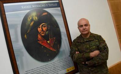 El Ejército expondrá en Badajoz el fajín, las botas y las calzas del general Menacho