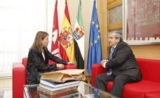 Elena Nevado recibe al nuevo rector de la UEx