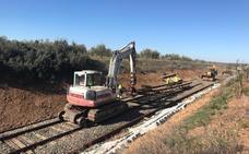 Adif inicia la sustitución de las traviesas de madera entre Usagre y Llerena