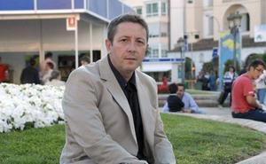 Encuentro con el escritor Alonso Guerrero en el Palacio de la Isla