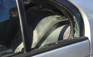 La Policía Local de Badajoz rescata a una niña de dos años encerrada en un coche