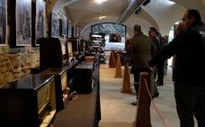 Exposición en Zafra de aparatos de radio y de reproducción musical antiguos