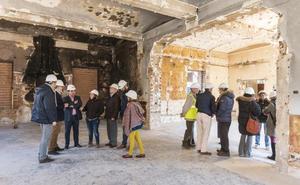 Treinta trabajadores y siete empresas participan en la obra de los pabellones en Plasencia