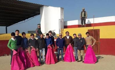 Cuatro alumnos de la escuela taurina de Badajoz participan en el Bolsín de Ciudad Rodrigo