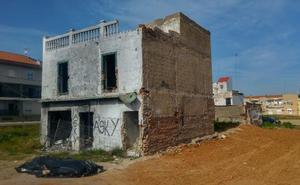 La casa de la riada de la 'autopista' será demolida cuando esté libre de amianto