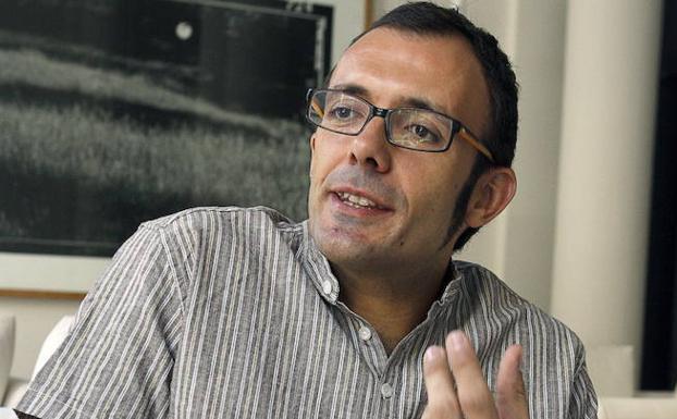 Isaac Rosa presenta este miércoles en Badajoz su novela 'Feliz final'
