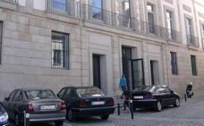 Condenada en Cáceres por conducir ebria en sentido contrario y chocar contra vehículos y una fachada