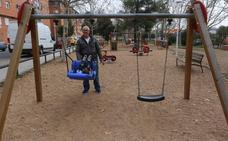 La pavimentación de cinco parques infantiles de Mérida tendrá una inversión de 236.000 euros