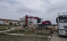 Derriban unas ruinas junto a Las Moreras en Badajoz