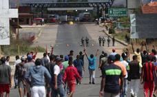 Un muerto en los choques entre militares venezolanos e indígenas por la ayuda humanitaria