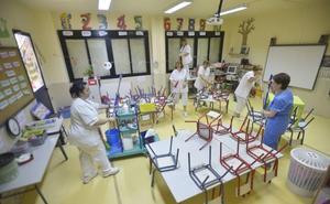 CC OO alerta de la privatización encubierta de la limpieza de los colegios de Badajoz