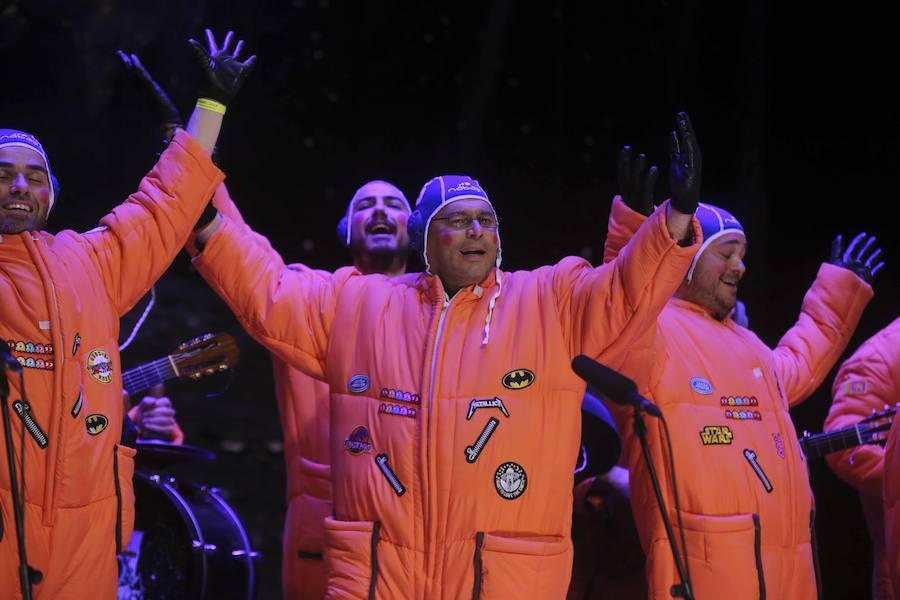 Imágenes de la segunda noche del concurso de agrupaciones del Carnaval Romano