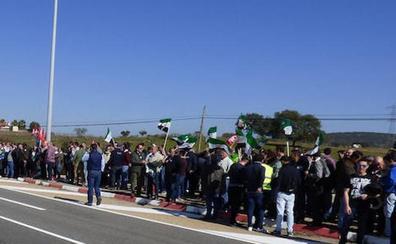 Los trabajadores de la central nuclear de Almaraz reclaman la prórroga de diez años