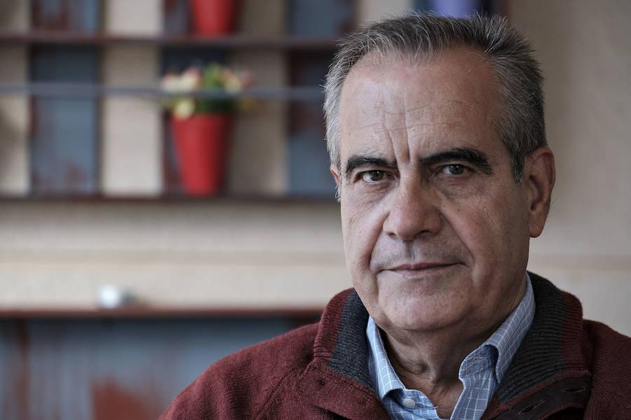 Valls ficha al exministro socialista Corbacho como número 3 de su candidatura por Barcelona