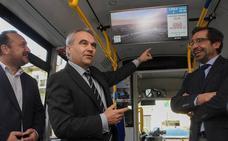 Los buses urbanos de Badajoz incorporan pantallas digitales, wifi y cargadores de móvil
