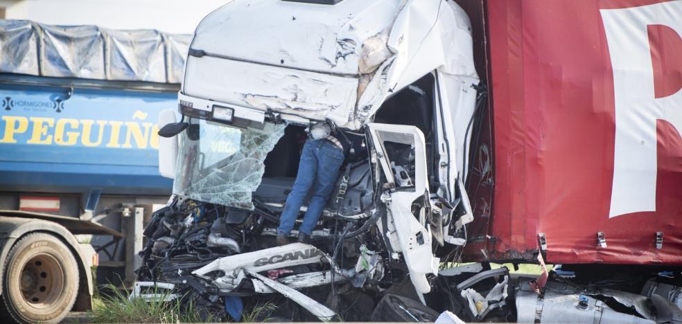 Cinco camiones y seis coches chocan en cadena en la frontera de Caya