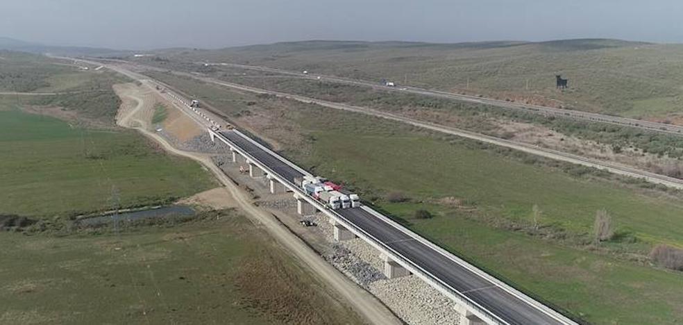 Adif concluye con éxito las pruebas de carga del viaducto de Valdelinares