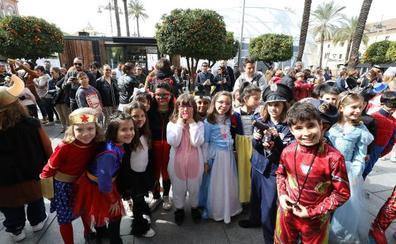 Los niños toman las calles y abren el Carnaval Romano