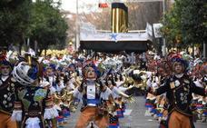 A lucir uno de los desfiles más grandes del país