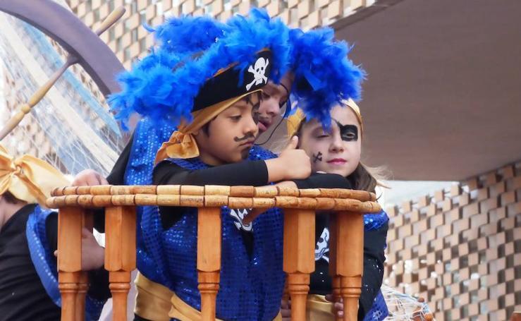 Desfile de carrozas y comparsas en el Carnaval de Navalmoral de la Mata