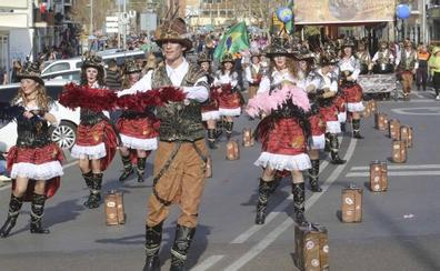 Los Nuevos Cariocas ganan el gran desfile de pasacalles del Carnaval emeritense