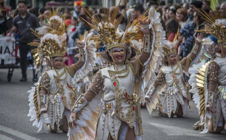 Desfile de comparsas infantiles en San Roque
