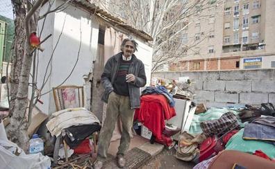 Los dos 'sintecho' de la avenida cacereña del Ferrocarril buscarán una vivienda digna