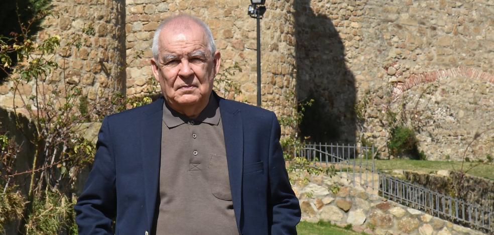Gonzalo Hidalgo Bayal: «Cuando escribo avanzo a ciegas»