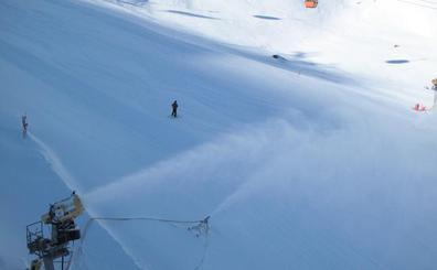 Espectáculo con nieve renovada en Sierra Nevada