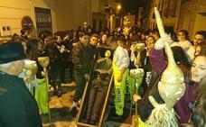 Despiden el carnaval con el entierro de Manolo