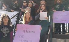 Lecturas de manifiestos y concentraciones protagonizan el inicio de la jornada en Cáceres