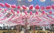 Valdelacalzada viste de colores sus calles para celebrar la fiesta de las flores