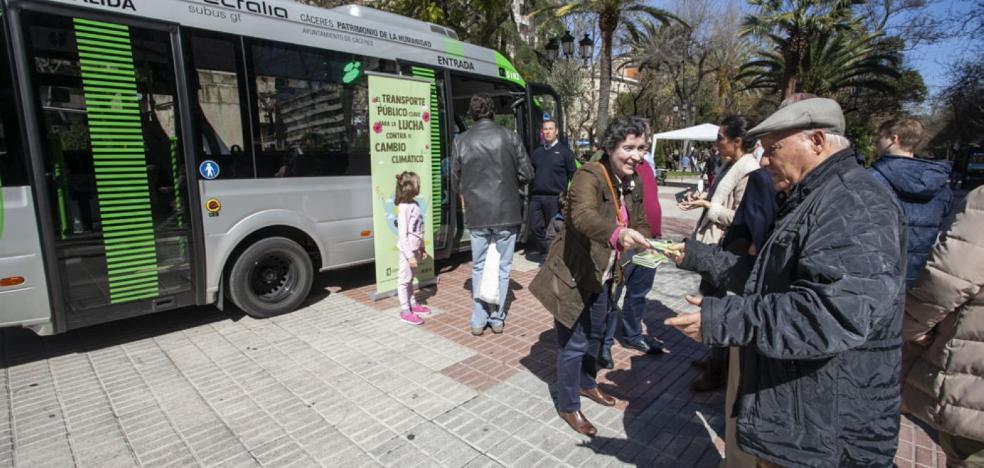 Los primeros datos avalan la nueva línea 3 del bus que lleva al hospital de Cáceres