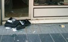 Rompen el escaparate para robar la caja registradora de la tienda 'Dulce locura'