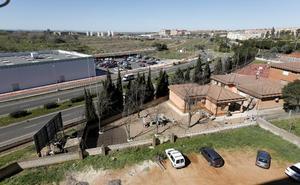 El colegio Francisco Pizarro de Cáceres se queja de los chabolistas que viven junto al centro
