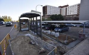 Comienzan las obras para hacer accesibles las paradas de autobús de Badajoz