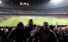 El niño Carlos Rigote cumple su sueño de visitar el Camp Nou