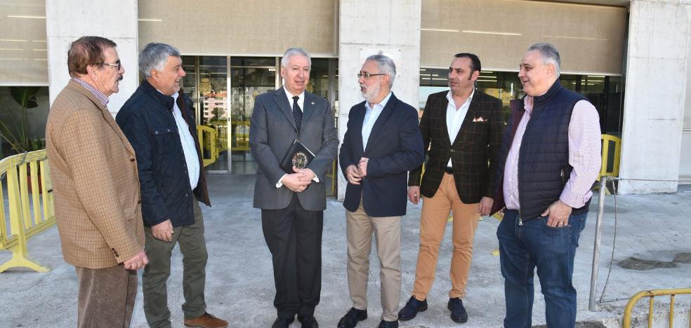 El jefe de la Policía de Extremadura promete «vigilancia a pie» a vecinos, comerciantes y hosteleros de Plasencia