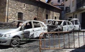 Detenido un pirómano que provocó un incendio dañando coches, viviendas y una iglesia en Cabezuela
