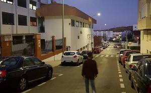 Cuatro años de cárcel por atracar a un hombre con la técnica de 'mata león' en Cáceres