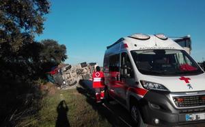 Herido leve tras una salida de vía de un camión cerca de Solana de los Barros