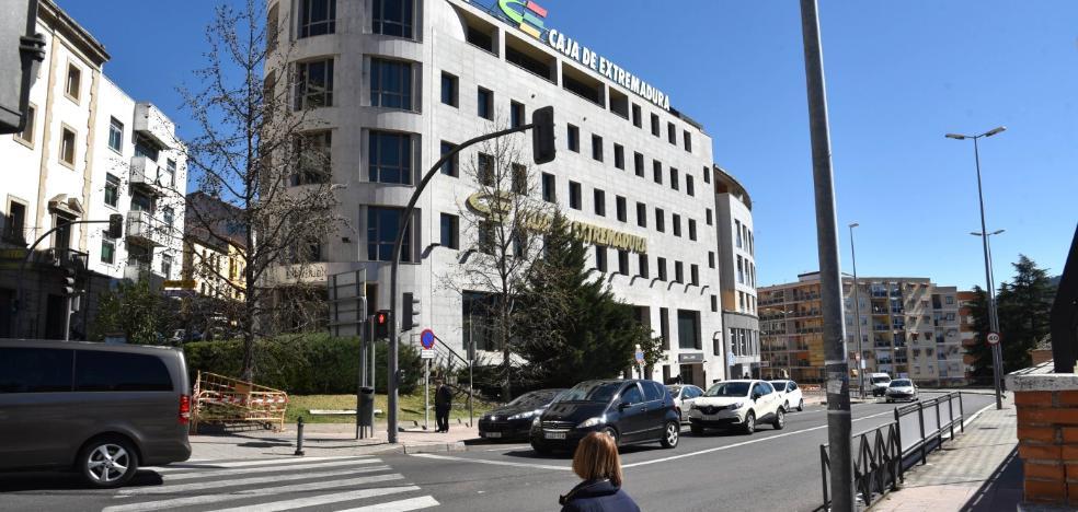 Caja Extremadura estudia exponer en la ciudad las 140 obras del Salón de Otoño