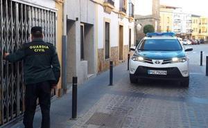 Roba 600 euros en un estanco de Moraleja tras amenazar con un cuchillo al dependiente