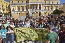 Un centenar de jóvenes alertan en Badajoz del cambio climático