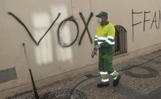 La Policía investiga la aparición de pintadas en el Casco Antiguo de Badajoz