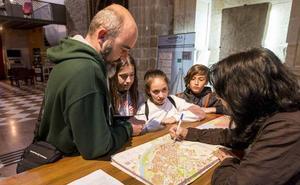 Plasencia recupera la atención a los turistas los domingos tras cuatro meses sin servicio