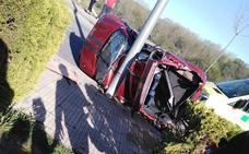 Dos menores quedan atrapados en un vehículo tras salirse de la vía en Plasencia